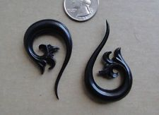 Pair TRIBAL FLORAL LONG TAIL TALON HORN SPIRALS HOOK TAPER HANGING PLUGS Gauges
