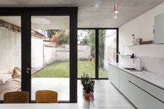 Minimal House Design, Minimal Home, Interior Architecture, Interior And Exterior, Interior Design, Small Appartment, House Extension Design, Arch House, House Windows