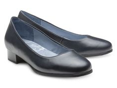 Do you know our Gloria airport shoe? This SKYPRO model has a classical low heel that makes style and comfort come together in the same cabin crew shoe. Amazing choice for your work routine, Gloria also has all cabin crew shoes necessary features: anti-skid, anti-static, ambicork, alarm-free, and a life-long amazing effective comfort. Simple and stylish at the same time - that's Gloria.