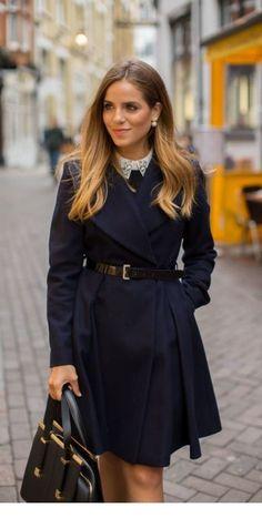 Leather belt and coat arbeta mode, stil och mode, dammode, modetrender, pre Preppy Mode, Preppy Style, My Style, Coat Outfit, Coat Dress, Dress Shirt, Mode Chic, Winter Stil, Gal Meets Glam