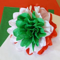 Nemzeti színű selyempapír pompon - Art-Export webáruház Independence Day Theme, Italian Themed Parties, Smash Book Inspiration, August Themes, Diy Gifts To Sell, Diy And Crafts, Arts And Crafts, Board Decoration, Republic Day