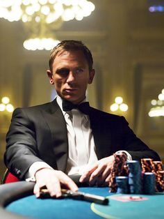Daniel Craig as James Bond in Casino Royale Daniel Craig James Bond, Film D'action, Film Serie, Rachel Weisz, Style James Bond, James Bond Casino Royale, Casino Royale Movie, Service Secret, Daniel Graig