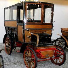 Daimler Bus from 1899 Mercedes Benz Bus, Vintage Cars, Antique Cars, Jaguar Daimler, Bus Coach, Auto Start, Weird Cars, Car Brands, Old Cars