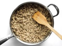 Greek Turkey and Rice Skillet One Pot Meal Budget Bytes - One pot rezepte Low Carb Recipes, Dog Food Recipes, Greek Rice, Greek Turkey Burgers, Skillet Cooking, How To Cook Rice, Hash Tag, Ground Turkey Recipes, Dried Tomatoes