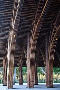 Image 4 of 19 from gallery of Naman Retreat Conference Hall / Vo Trong Nghia… Bamboo Architecture, Sustainable Architecture, Architecture Details, Interior Architecture, Bamboo Structure, Timber Structure, Bamboo Building, Natural Building, Bamboo Bamboo