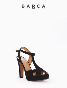 #Sandalo #tacco 90 con #plateaux 2 cm, fondo gomma e soletto in vera pelle, tomaia in morbido camoscio spuntata, cinturino di chiusura regolabile.  COMPOSIZIONE FONDO GOMMA, SOLETTO VERA PELLE  CARATTERISTICHE Altezza tacco 9 cm  COLORE #NERO  MATERIALE #CAMOSCIO  #fashion #heels #tacchi #sandali #springsummer #outfit #fashionblogger #fashionblog