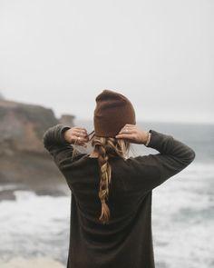 Flechtzopf mit einer lässigen Mütze