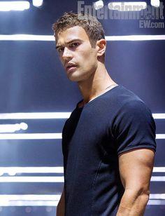 Primeira imagem do Theo como Quatro muito lindo ele...