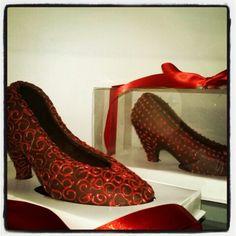 3deac5d89 14 melhores imagens de Sapatos de chocolate