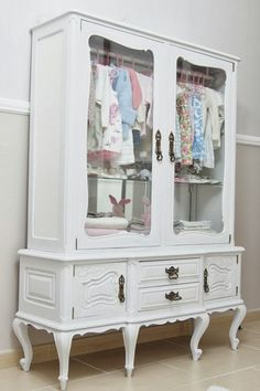 idea for displaying kids clothes