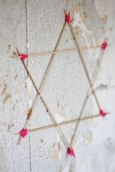 Twinkle, twinkle, little star DIY by Prydelig. ♥ The tutorial is in Norwegian but there are clear pictures. This one is made with skewers and washi tape.