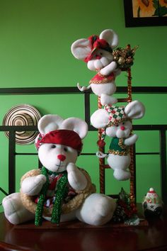 Ratonas Navideñas Christmas Wreaths, Christmas Decorations, Christmas Ornaments, Holiday Decor, Fall Crafts, Diy Crafts, Margarita, Wallpaper, Home Decor