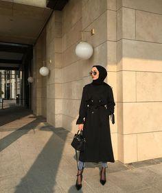 ✨🕴🏻 İlkbahar/ yaz sezonu basic trençkot serisi… the # Basic Basic spring / summer trench coat series . Stylish Hijab, Modest Fashion Hijab, Modern Hijab Fashion, Street Hijab Fashion, Casual Hijab Outfit, Hijab Fashion Inspiration, Hijab Chic, Hijab Dress, Muslim Fashion