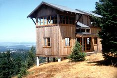 Perched up on a hill in San Juan Island, Washington, this rustic cabin has two towers. The entire cabin is a total of 672 sq. The towers are connected by a lower level open living and dining ar… H Design, Cabin Design, House Design, Tower Design, Design Ideas, Rustic Design, Tiny House Cabin, Cabin Homes, Lookout Tower