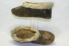 2684 / DENMARK / GREENLAND GREENLAND INUIT TRIBE. LADIES SHOES. ALL SEALSKIN LEATHER. FUR CUFFS. EARLY 20ST CENTURY