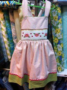 """Vestido de pique importado. Pieza bordada en """"punto nido de abeja"""" Agosto 2015 Alumna"""