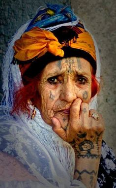 Africa | Elderly Shawiya (Chaouïa) woman.  Eastern Algeria || Photographer unknown