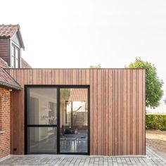 WONING WG | Trant Architecten Wood Cladding Exterior, Cedar Cladding, House Cladding, House Siding, Facade House, Facade Design, Staircase Design, Timber Architecture, Modern Bungalow House