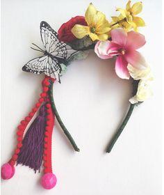 Nossa gueixa tropical não é um mimo? shop: whats  (21)971437362 ou email  encomendas@eloacessorios.com.br. #acessorios #accessories #statementaccessories #headpiece #carnaval2016 #carnacalcarioca  #lookdodia #ootd #feitonobrasil #eloacessorios #costume  #style #carnivalstyle #instaglam #fashionstyle #glam #fashionista #modicesinspira
