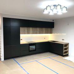 "@marito_pl on Instagram: ""Kuchnia w czerni 🖤 Materiał 👉 MDF lakier półmat & płyta melaminowana Egger #kuchnia #kuchnianawymiar #pieknakuchnia #kuchniamarzen…"" Corner Desk, Furniture, Home Decor, Instagram, Corner Table, Decoration Home, Room Decor, Home Furnishings, Home Interior Design"