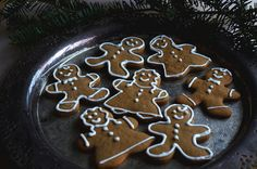 Gingerbread Cookies with Two Ingredient Royal Icing // juliettelaura.blogspot.com