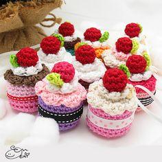 Ravelry: Amigurumi Cake Ornament pattern by Enna Design