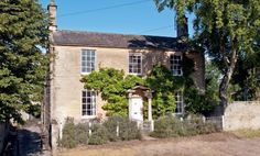 Tiny Oxfordshire village of Bampton awaits property boom as Downton Abbey brings it to the world's attention