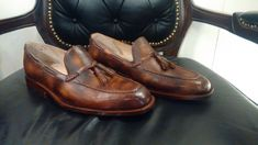 Top Quality Handmade Brown Patina Whole Cut loafers For Men Formal Shoes Material: A Grade 100 % pure leather, A grade cowhide leather upper and full leather lining inside. These classic loafers are totally handcraft. Cow Leather, Cowhide Leather, Leather Heels, Custom Made Shoes, Custom Boots, Loafer Sneakers, Loafers Men, Formal Shoes For Men, Dress Loafers