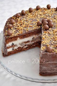 Dondurmalı pasta'yı uzun süredir yapmayı düşünüyordum,sevgili Hatice 'nin sitesinde görmüştüm.Ama keki buzluğa koyunca nasıl olur diye düş...