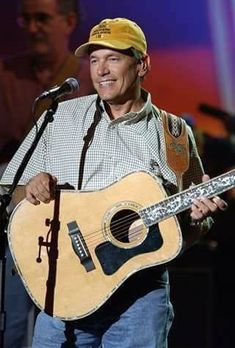 Musician George Strait rehearses for the Annual Academy of Country Music Awards May 2002 Best Picture For Music Artists electronic For Your Taste You are looking for something, and it is goin Garth Brooks Albums, Garth Brooks Lyrics, Garth Brooks Concert, Country Music Quotes, Country Music Artists, Country Singers, Country Lyrics, Academy Of Country Music, Country Music Awards