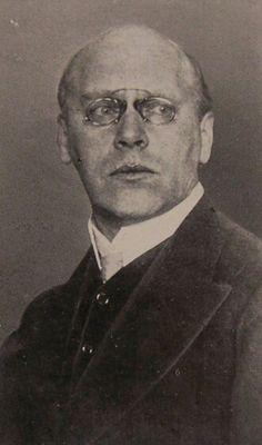 X Ludwig von Hofmann(*17. August1861inDarmstadt; †23. August1945inPillnitzbeiDresden) war ein deutscher Maler, Grafiker und Gestalter. Seine in über 60 Jahren Schaffenszeit entstandenen Werke verbinden Elemente desSymbolismusmit demJugendstil, sind aber auch von anderen künstlerischen Bewegungen seiner Zeit vomHistorismusbis zurNeuen Sachlichkeitbeeinflusst. Er war Vorreiter der BewegungNeues Weimar.