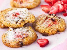 Mansikka-valkosuklaakeksit No Bake Desserts, Let Them Eat Cake, Salmon Burgers, Cookie Recipes, Muffins, Deserts, Cookies, Breakfast, Ethnic Recipes