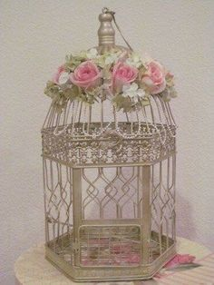 Shabby Chic Champagne with Pearls Shabby Chic Decor Living Room, Shabby Chic Bedrooms, Pearl Wedding Decorations, Casas Shabby Chic, House Ornaments, Bird Cages, Arte Floral, Flower Arrangements, Centerpieces