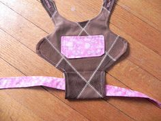 Baby Quilt Patterns, Sewing Patterns Free, Sewing Ideas, Diy Doll Carrier, Diy Fairy Door, Diy Barbie Clothes, American Doll Clothes, Baby Quilts, Baby Dolls