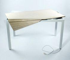 Tambour Table designed by Michael Bambino. It's a desk/computer table that looks like your average work table|Tambour Table ontworpen door Michael Bambino. Het is een Bureau/computertafel die lijkt op een normale werktafel.