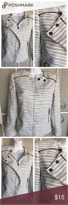 Alogen XS black and white blazer Brand new without tags, black and white blazer 85%polyester 15% acrylic very fashionable it can be used for a formal occasion or casual, this is a must have item 😊🌸🌸 Halogen Jackets & Coats Blazers