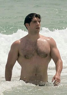 Henry Cavill Bares His Buff Superman Body at the Beach!: Photo Henry Cavill shows off his buff, shirtless Superman body while taking a dip in the ocean on Saturday (August in Miami Beach, Fla. Henry Cavill Superman, Henry Cavill News, Beefy Men, Le Male, Cyndi Lauper, Hommes Sexy, Shirtless Men, Hairy Men, Scruffy Men