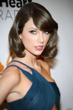 Taylor Swift Wow Damm Gorgeous still Those Cateyes with your sexy Juice Lips Taylor Swift Hot, Long Live Taylor Swift, Red Taylor, Taylor Swift Style, Taylor Swift Pictures, All About Taylor Swift, Taylor Swift Wallpaper, Beautiful Celebrities, Gorgeous Hair