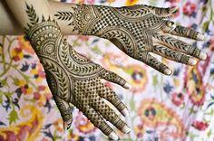 Quick Tips for Selection of Mehndi Dress Mehandi Henna, Hand Mehndi, Mehndi Art, Mehendi, Henna Tattoos, Beautiful Mehndi Design, Simple Mehndi Designs, Pakistani Mehndi Designs, Heena Design