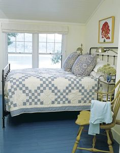 "Style Love the Double Irish Chain quilt in this ""Bluetiful"" primitive bedroom. Love the painted floor also and yellow chair.Love the Double Irish Chain quilt in this ""Bluetiful"" primitive bedroom. Love the painted floor also and yellow chair. Two Color Quilts, Blue Quilts, White Quilts, Home Bedroom, Bedroom Decor, Serene Bedroom, Master Bedroom, Cottage Bedrooms, Small Bedrooms"