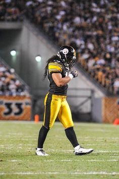 A collection of photos highlighting the career of safety Troy Polamalu. Pittsburgh Steelers Players, Go Steelers, Pittsburgh Sports, Steelers Stuff, Samoan Men, Troy Polamalu, Fantasy Team, Steeler Nation, Sports