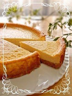 簡単!濃厚♪ベイクドチーズケーキ (18㌢型(底の取れるタイプ)) クリームチーズ200~250g 砂糖65g 卵(ときほぐす)2個 ヨーグルト(水切り無し)100g 生クリーム200cc レモン汁大さじ1強 小麦粉大さじ2 ■ ●台 グラハムクラッカー又はビスケット(お勧めはチョイスです下に写真載せてます)100g バター50g