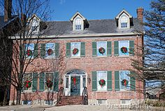 Brick Colonial Decorated For Holidays 97 Stock Image - Image of entry, architecture: 17826501 Christmas Decorations For The Home, Christmas Home, Christmas Ideas, Primitive Christmas, Holiday Decor, Colonial House Exteriors, Box Houses, English House, Stone Houses