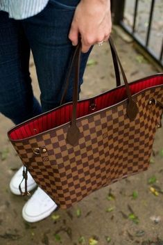 My First Investment Bag And Living a Simpler Life - Louis Vuitton Handbags Neverfull - Trending Louis Vuitton Handbags Neverfull - Louis Vuitton Neverfull MM Read the post on why investment bags sometimes make more sense than having TONS of bags. Louis Vuitton Neverfull Mm, Louis Vuitton Rucksack, Louis Vuitton Handbags Crossbody, Pochette Louis Vuitton, Luxury Handbags, Purses And Handbags, Designer Handbags, Cheap Handbags, Louis Vuitton Mm