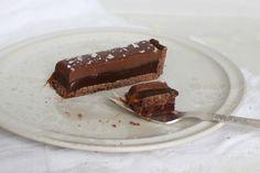 Chokoladetærte med saltlakridskaramel