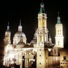 En el interior de la Basílica del Pilar se ofrecen servicios de guiado.  Por medio de los mismos, los visitantes que acudan, movidos por su fe, a ver las diferentes celebraciones que tienen lugar durante esta semana grande en Zaragoza, pueden saber algo más tanto de la celebración como de la basílica.