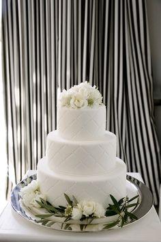 Belathee Photography | Event Planning: Bustle Events | Floral Design: Natalie Bowen | Cake: Shannie Cakes