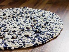 Kostenlose Häkelanleitung: Wohnen: Teppich aus Textilgarn häkeln / free crochet diy: making a carpet of textile yarn via DaWanda.com