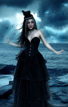 __Gothic_Lady___by_Ruhmorqu.jpg (400×625)