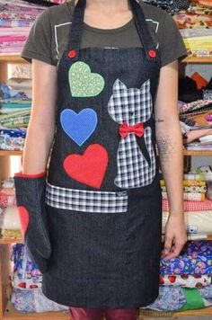 Most current Photo 50 sewing kitchen projects For early sewing lessons - Style This is actually the sleeve crown also referred to as the sleeve mind or sleeve hat The crown near Sewing Lessons, Sewing Hacks, Sewing Crafts, Sewing Projects, Jean Apron, Cute Aprons, Denim Crafts, Sewing Aprons, Creation Couture